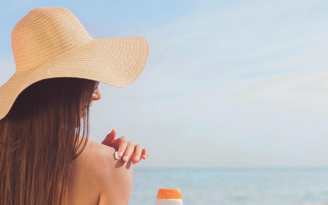 Les 4 gestes pour bien préparer sa peau au soleil
